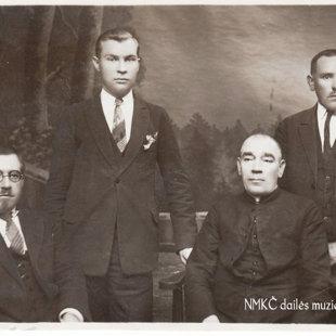Vytauto Didžiojo komiteto Merkinės skyriaus valdyba. NMKČ dailės muziejaus archyvas